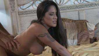 Darkish haired scorching horny Jenaveve Jolie with the use of best titties and