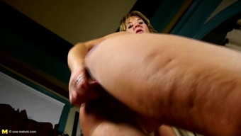 Amateur mother with starving booty and huge wet pussy