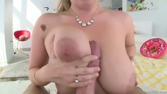 curvaceous lena paul gets her hirsuite muff powdered squirting
