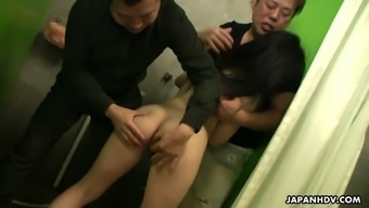 A couple of wild dudes fucks sex-appeal hottie Arisa and generate her pussy creampied