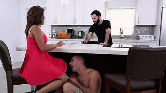 Dishonest GF Mia Martinez Gets Her Pussy Eaten