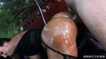 Prosperous milf Lisa Ann amusement rides gardener's cock back with her stretched rectum hollow