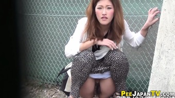 Uncommon japanese people pissing