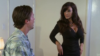Big tits brunette milf Lisa Ann seduces delivery stud