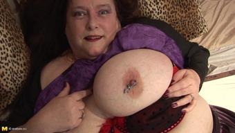 BBW in echoing black latex rubs her wet senior cherry