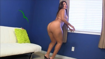 Large Butt Bare Moving