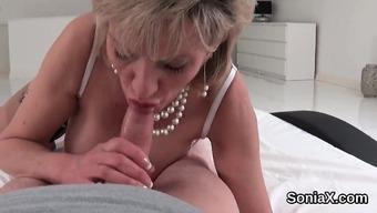 Adulterous british senior woman sonia flaunts her heavy hoo