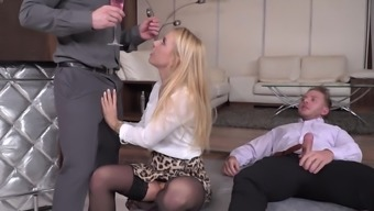 Dudes planned threesome for his or her usual beautiful associate
