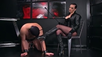 Femdomlady and Bootlicking Males Victim
