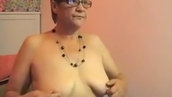 Horrible granny pieces open when in front of the webcam