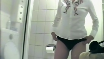Office connection filmed while peeing and farting