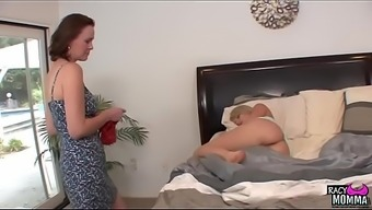 Pussylicking stepmom hooked youngster beauty