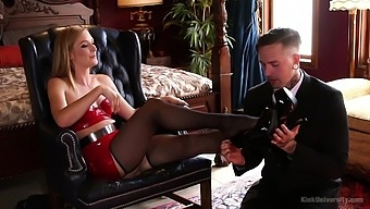 Strong moments of hard sex for a woman who loves to play dominant