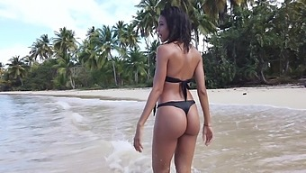 Beautiful bikini babe Abril flashes her pussy on the beach and goes solo