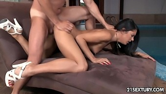 Glamorous chick Carolina Abril is fucked and jizzed by her new boyfriend
