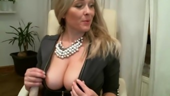 Sizzling milf contributes with every hollow for cash