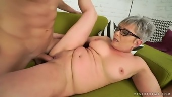 classic pussy of currency pair granny jessye gets handled by fresh junk