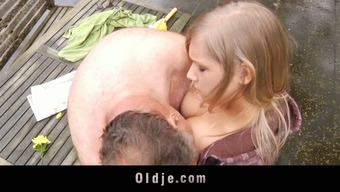 Fatt and horrible oldman does a naive patient blond