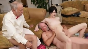 Daddy bear fuck guy xxx Alex Harper Answers the ad that to Frannkie