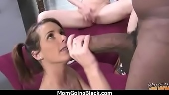 Stylish Beautiful Mom Getting Dark colored Incline thirty(30)