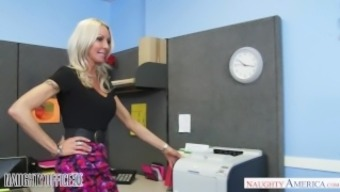 MILF Emma Starr seduces her assistant - Wayward Place of work - Lively America